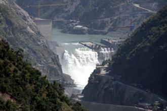 Water flows on the banks of Chenab River with the Baglihar hydroelectric project in Jammu and Kashmir. Pakistan has raised objections over the height of the dam and said it violates the Indus Water Treaty. Photo: Reuters