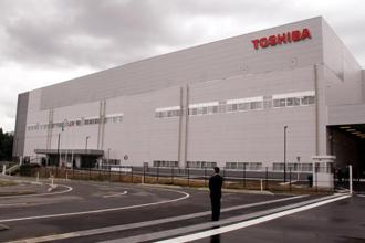 Toshiba posted an operating loss of ¥576.3 billion for the 9-months ended 31 Dec and said it had negative shareholders equity of ¥225.6 billion at the end of the period. Photo: Bloomberg