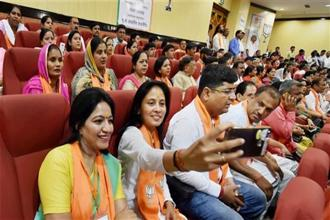 In recent years, clicking selfies has become a popular activity in Indian political life. Photo: Vijay Verma/PTI