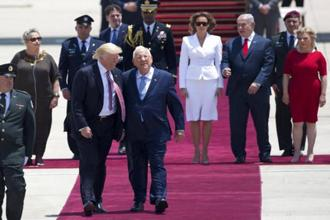 US President Donald Trump and Israeli President Reuven Rivlin walk during welcome ceremony in Tel Aviv, on 22 May. Photo: Oded Balilty/AP