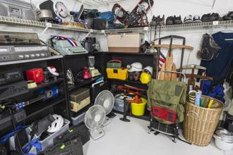 Declutter your finances and organise your money in an efficient manner. Photo: iStock
