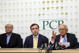 Pakistani chairman executive committee Najam Sethi (left), chairman PCB Shaharyar Khan (right) and his Afghan counterpart Atif Mashal (centre) give a joint press conference, in Lahore, on 27 May. Photo: AFP