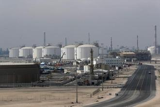 Geopolitical tensions and hostilities between major oil producers can have two opposite effects on the oil market, depending on whether the global oil market is tight or is in surplus. Photo: AFP