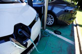 Registered plug-in and battery-powered vehicles on roads worldwide rose 60% from the year before, according to IEA. Photo: Reuters