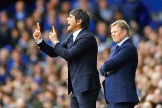 Chelsea manager Antonio Conte (left) and Everton manager Ronald Koeman during a Premier League match. Football fans will enjoy Michael Cox's book, 'The Mixer', which looks at the history of tactics in the Premier League. Photo: Reuters