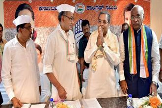 A file photo of Karnataka chief minister Siddaramaiah and other Congress leaders. Photo: PTI