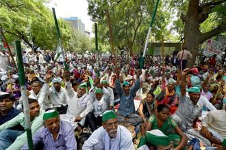 Activists of Bharatiya Kisan Union hold a Mahapanchayat to protest against the killing of farmers in Mandsaur police firing, at Jantar Mantar in New Delhi on Thursday. Photo: PTI
