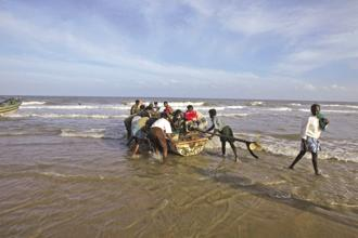 File photo. The four fishermen were arrested by the Sri Lanka navy near Nedunthivu and taken to Kangesanthurai. Photo: Bloomberg