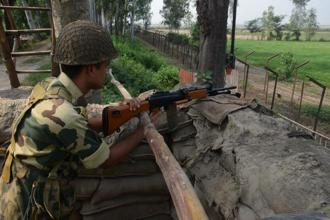 File photo. Security forces also foiled an infiltration bid in Kashmir's Keran sector on Tuesday afternoon even as Pakistan violated the ceasefire again along the LoC in Kashmir's Poonch district. Photo: AFP