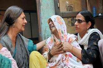 CPI(M) leader Brinda Karat (left) consoles Zaira (centre), mother of Junaid, who was lynched by a mob on a train, in Faridabad on Saturday. Photo: PTI