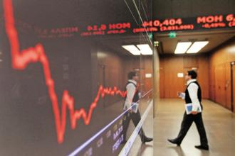 BSE Bankex Index fell 1.45%, while India's benchmark Sensex index fell 0.58% to 30,958.25 points. Photo: Reuters