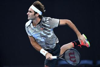 Federer playing against Stanislas Wawrinka in the Australian Open semifinals. Photo: Getty Images