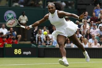 Serena Williams in action against Amra Sadiković in the first round of Wimbledon 2016. Photo: Stefan Wermuth/Reuters