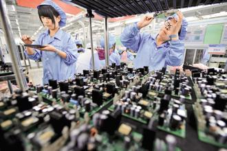 China's official factory gauge rose, adding to evidence that the world's second-largest economy maintained its momentum in the second quarter.