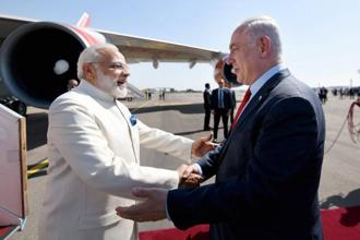 PM Narendra Modi with Israel's Benjamin Netanyahu at the Ben Gurion airport in Tel Aviv on Tuesday. Photo: Reuters