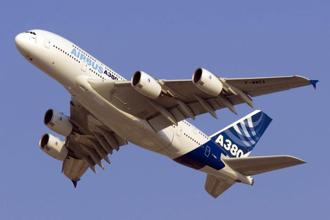 Airbus is in talks to sell more A380 superjumbo jets to add to five sold to China Southern Airlines Co. Photo: Bloomberg