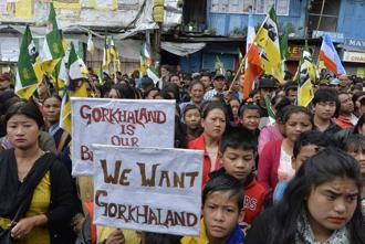 Supporters of the Gorkha Janmukti Morcha take part in a protest amid an indefinite strike called by the GJM in Darjeeling on 5 July. Photo: AFP