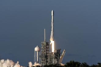 SpaceX's Falcon 9 rocket lifts off from Kennedy Space Centre in Cape Canaveral, Florida, on 5 July. Photo: AP