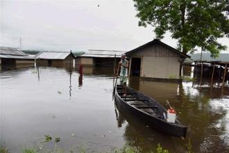 The total number of people losing their lives in this year's flood-related cases in Assam has gone up to 33. Photo: PTI