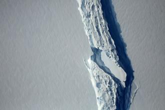 An aerial view of the rift in the Larsen C ice shelf seen in an image from the Digital Mapping System over the Antarctica Peninsula 10 November 2016. File photo: Reuters.