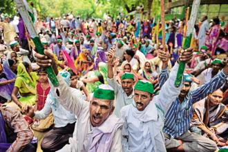 Farmers protest in New Delhi against the police firing in Mandsaur, Madhya Pradesh, in which five farmers were shot dead on 6 June. Photo: Pradeep Gaur/Mint