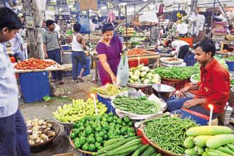 A massive disinflation in vegetables was noticed along with pulses. The WPI food index, which roughly has 25% weightage, decreased from 0.15% in May to -1.25% in June. Photo: Hindustan Times