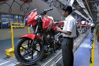 An Edelweiss Research report says that while Bajaj Auto has its stronghold in the 150-250cc motorcycle segment, its share in the overall two-wheeler market is steadily declining. Photo: Abhijit Bhatlekar/Mint
