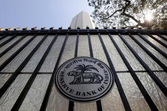 RBI should continue to give banking licences for more small finance banks as well as universal banks along with the experiment on bank mergers. Photo: Reuters