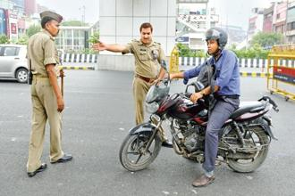 Policemen during a safety campaign in Noida. UP police is educating its force on the use of Twitter and the process of addressing complaints via social media. Photo: Hindustan Times