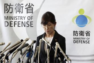 Japan's defense minister Tomomi Inada pauses during a press conference on her resignation of minister at defense ministry in Tokyo on 28 July 2017. Photo: AP