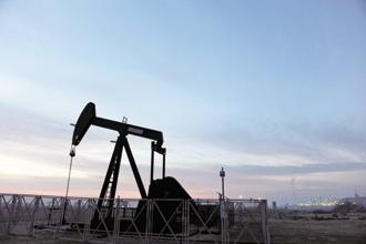 Oil climbed above its 200-day moving average last week for the first time since May as producers such as Saudi Arabia and Kuwait promised to reduce crude exports. Photo: Bloomberg