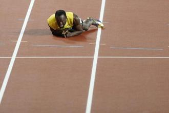 Jamaica's Usain Bolt lies on the track after pulling up injured in the final of the men's 4x100m relay athletics event at the 2017 IAAF World Championships at the London Stadium in London. Photo: AFP
