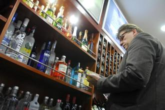 Upgrading consumers from cheaper mass-market brands to premium brands with better margins is critical for spirits makers struggling to expand sales in a weak market. Photo: Mint