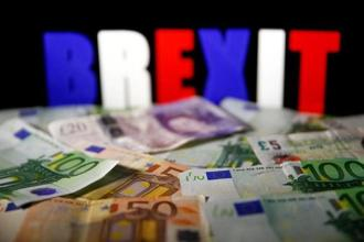 Running through the release of five official Brexit papers, the pound has lost more than 1.4% against the dollar since 14 August and the euro has gained the same against sterling. Photo: Reuters
