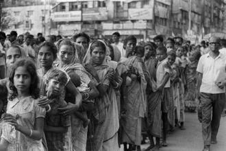 A procession of mainly women and children on the streets of Calcutta during a march against hunger on 28 December 1974. Photo: AFP