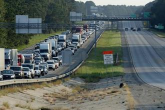 Northbound lanes are packed as people evacuate ahead of the arrival of Hurricane Irma on 8 September 2017 in Yemassee, South Carolina. Photo: Getty Images/AFP