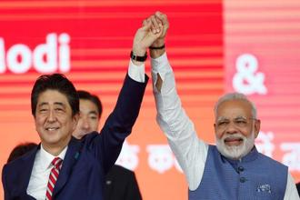 Japanese prime minister Shinzo Abe (left) and his Indian counterpart Narendra Modi raise hands after the groundbreaking ceremony for a high-speed rail project in Ahmedabad on Thursday. Photo: Reuters