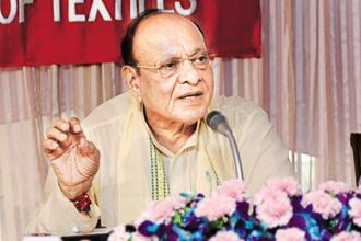 Shankersinh Vaghela and seven MLAs were expelled from Congress after they voted in favour of the rival BJP candidate during the Rajya Sabha elections. File photo: HT
