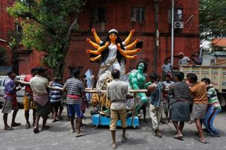 Labourers prepare to load an idol of the Hindu goddess Durga onto a truck to transport it to a pandal, or a temporary platform, for the upcoming festival of Durga Puja in Kolkata, on 20 September 2017. Photo: Reuters/Rupak De Chowdhuri