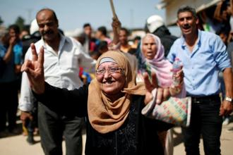 A Palestinian woman celebrates as she waits for the arrival of Palestinian PM Rami al-Hamdallah at Erez crossing in the northern Gaza Strip on Monday. Photo: Suhaib Salem/Reuters