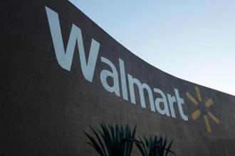 Wal-Mart's new app-based returns process will expand to include in-store purchases early next year, Eckert said Photo: Reuters