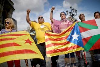 Protesters carry Esteladas, Catalan separatist flags, and Basque flags, during a rally in favour of a referendum on independence from Spain for the autonomous community of Catalonia. Photo: Reuters