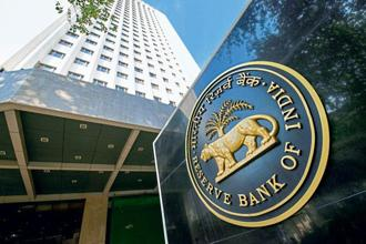 An RBI study group has found that while monetary policy transmission has been 'slow' and 'incomplete' under both base rate and MCLR systems, interest rate transmission on fresh loans was better than on outstanding loans. Photo: