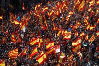 A pro-union demonstration organised by the Catalan Civil Society organisation makes its way through the streets of Barcelona last week. Photo: Reuters