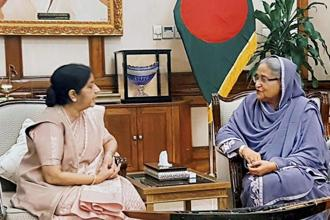 External affairs minister Sushma Swaraj with Bangladesh Prime Minister Sheikh Hasina at a meeting in Dhaka on Sunday. Photo: PTI