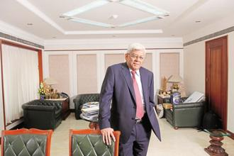 HDFC chairman Deepak Parekh. The HDFC Standard Life IPO comes at a time when the last three insurance IPOs have demonstrated weak listing day performances. Photo: Hemant Mishra/Mint