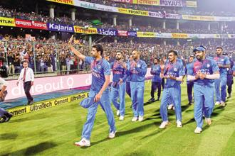 Ashish Nehra waving to the crowd after his last match. Photo: PTI