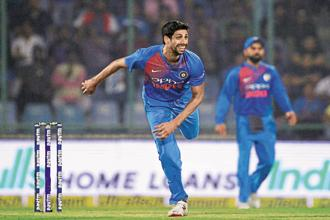 Ashish Nehra against New Zealand in his final match. Photo: AFP