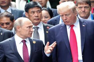US President Donald Trump and Russia's President Vladimir Putin talk as they make their way to take the family photo during the Asia-Pacific Economic Cooperation (APEC) leaders' summit in the central Vietnamese city of Danang on Saturday. Photo: AFP