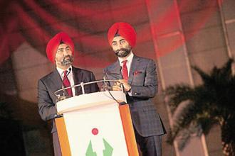 The business restructuring comes as the Singh brothers—Malvinder Singh (left) and Shivinder Singh—have been attempting to sell assets in order to pare debt at their main holding company RHC Holding. Photo: HT